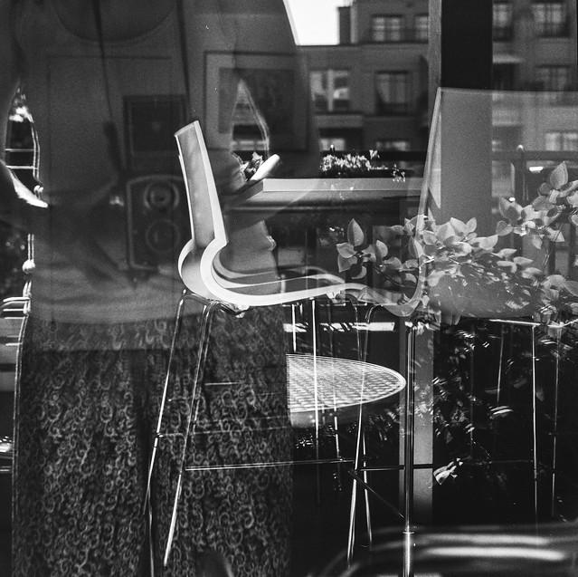 Autoportrait à la chaise.