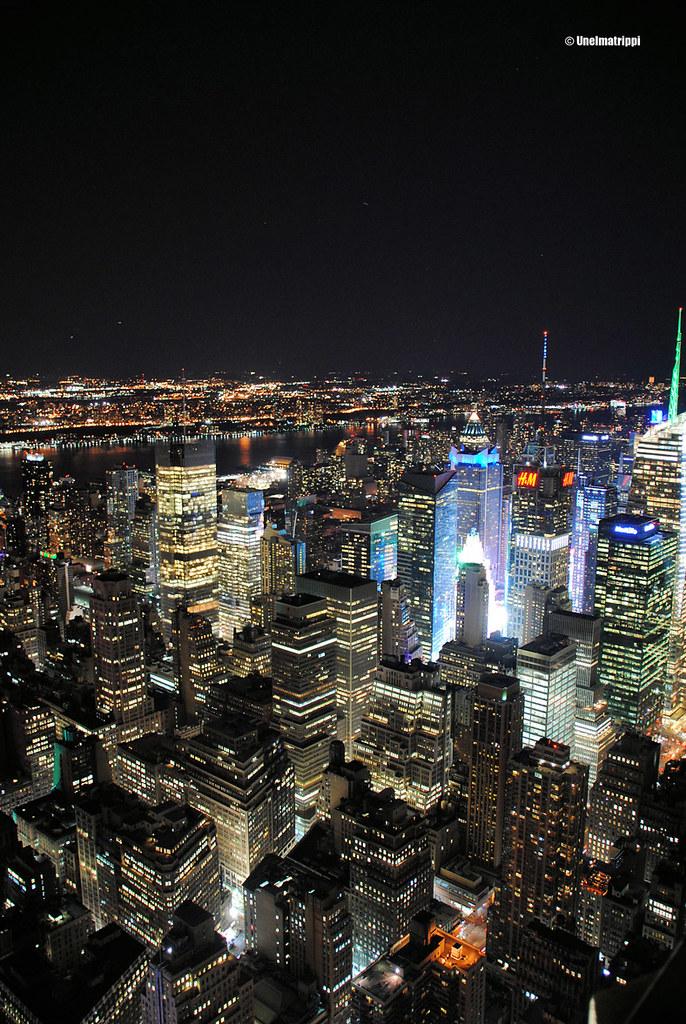 Näkymä Empire State Buildingistä pimeällä