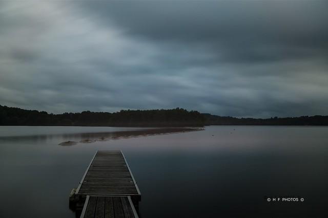 Crépuscule sur le lac de Saint Pardoux (Haute-Vienne, France)