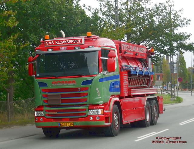 Scania G450 BG83159 drain cleaner cruises at the 50kmh limit