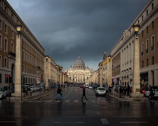 Basilica di San Pietro e Via della Conciliazione - Vatican, Roma, Italia
