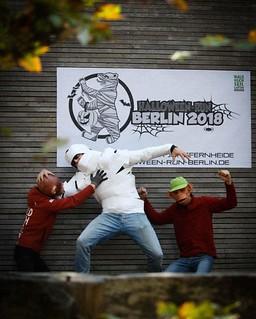 Wem das Um-die-Häuser-ziehen am 31.Oktober nicht reicht, der sollte mal bei unserem #Halloweenrun mitmachen! Mehr Infos und Anmeldung unter https://ift.tt/2Pq13b3 . #berlin #maskworld #verkleiden #affenvsmumien