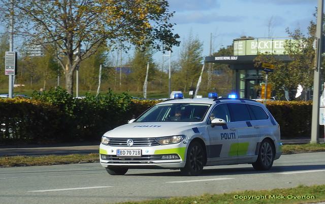 Copenhagen Police VW Passat BD70718 speeds to answer a call