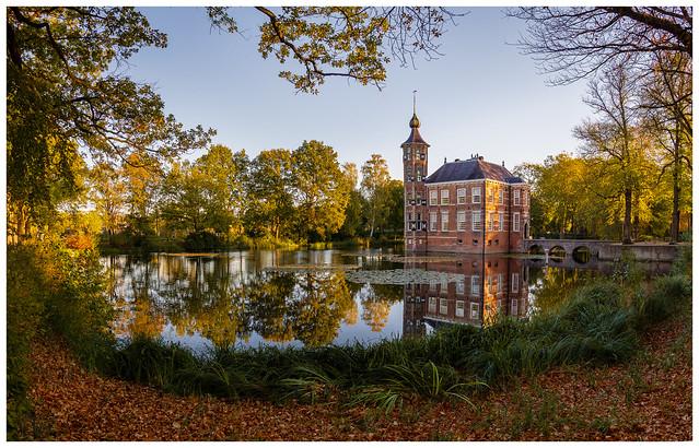 Bouvigne Castle in autumn