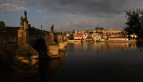 nikon d810 prague républiquetchèque pontcharles bridge château castle église church cathédrale reflet reflection sunrise leverdesoleil