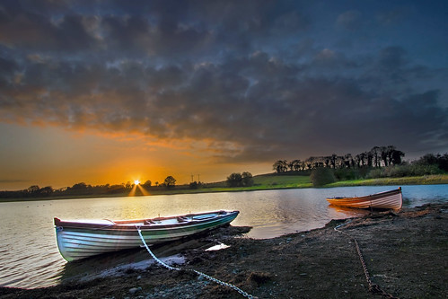 lake sunset october armagh lowryslake ulster scenery landscape water freshwater boat rowingboat colours clouds evening sundown sunstart starburst sunburst wideangle uwa canon 80d 1022mm countyarmagh alanhopps fishing trout orange glow colourful