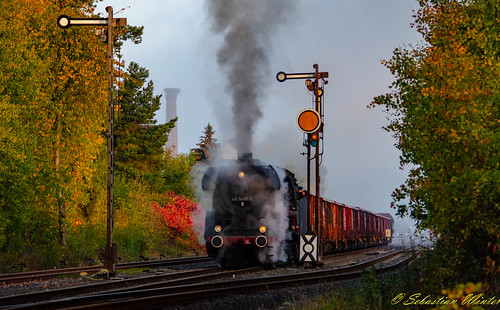 44 1486-8 mit E-. u. Kieswagen durch Immelborn am 20.10.2018 | by Photography Sebastian Winter