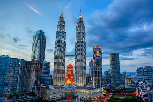 evening twilight dusk sky blue clouds petronas towers klcc building architecture city centre urban skyline lights kuala lumpur malaysia southeast asia sony alpha 550 dslr