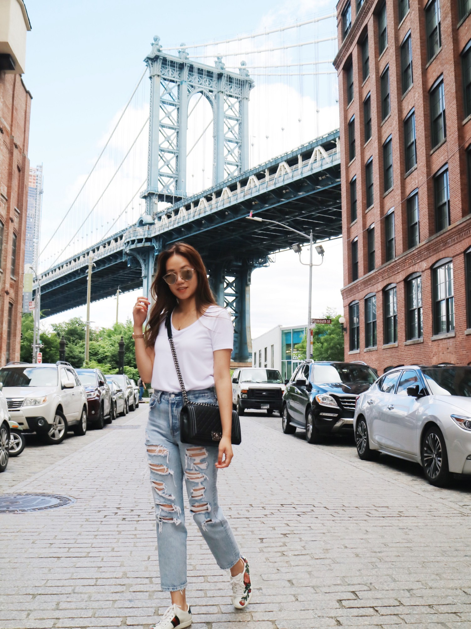 How To Wear A T-Shirt And Jeans And Still Looking Stylish! | THE DAILY HAPPINESS