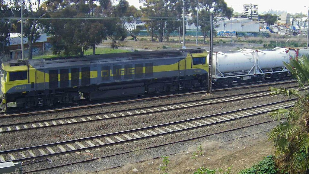Qube DOWN Empty Cement Service from Melbourne Yard to Minto, NSW at 2018-10-6 12:57:12