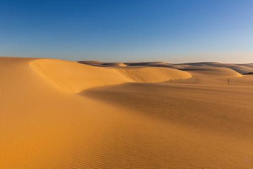 bobsfarm newsouthwales australia au tin city stockton beach dune sand sky dawn sunrise complementary colour color theory