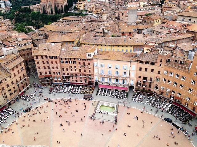 Siena, uno scorcio dei palazzi di Piazza del Campo.