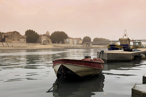 arles provence sunrise docks boat old rhone water river mood fog quiet peaceful viewpoint outdoors architecture morning tourism travel iphone ancient history cloud soft morningrun peer stone cityscape