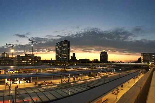 utrecht station sunrise clouds moreelsebrug prorail ns hanswesterink
