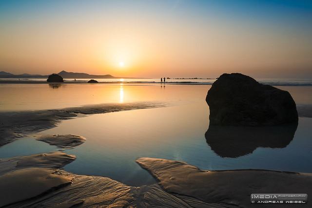 Puesta de sol fotogénica en la Playa de Famara - Teguise, Lanzarote.