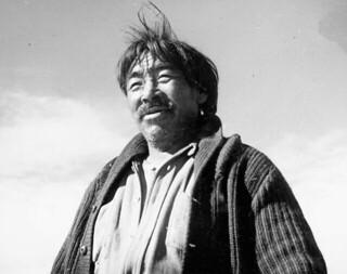 Inuk man in a knit sweater, Igluligaarjuk, Nunavut /  Inuit vêtu d'une veste en tricot, Igluligaarjuk (Nunavut)