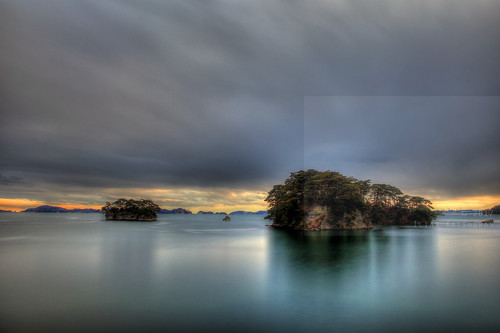 horizontal outdoors nopeople island hikitoshijima senganjima yokuurajima fukuuraisland fukuurajima pinecovered scenicview matsushimabay sea water rocks calm reflection serenity calmness sunset sunsetcolours trees pinetree sky clouds cloudy weather longexposure movingclouds ndfilter hdr highdynamicrange seascape colour color travel travelling vacation canon 5dmkii camera photography december 2017 matsushima sendai miyagiprefecture tōhokuregion tohoku honsu asia japan