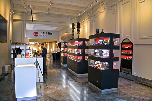 The Red Dot of Porto. Leica Store and Gallery
