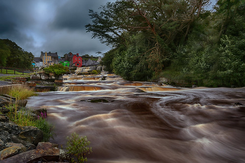 cascadesofennistymon countyclare westcoast ireland ennistymon cascades waterfalls longexposure 8seconds canon5dmarkiii ef1635mmf28liiusm leefilters landscape colourfulhouses riverinagh rapids travel lifeng waterflow