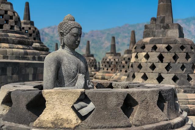 храм в Индонезия