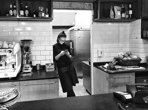 café cafe kawiarnia lokal blackandwhite bw czarnobiale monochrome monochromatic monochromic mobilephotography samsung7s galaxy streetphotography girl kelnerka waitress young wait warsaw warszawa interior inside joint europa europe 1920x1080 landscape smartphone black photography żurawia