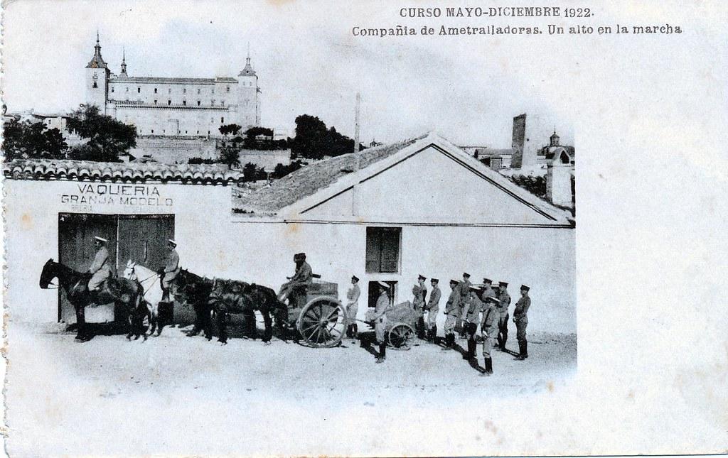 Compañía ametralladoras academia infantería, año 1922. Vista de Toledo desde una vaquería granja modelo situada en el barrio de San Blas, terrenos de la actual academia de infantería.