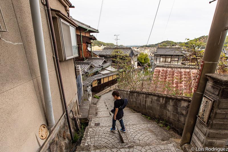 Eric andando por las calles de Onomichi