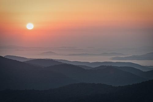 poundingmilloverlook blueridgeparkway balsamgrove northcarolina unitedstates us nc canton transylvaniacounty sunrise forest mountains dawn