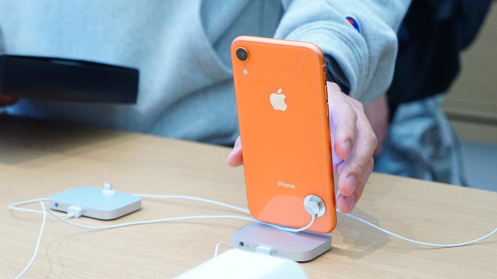 iPhone XR - コーラル