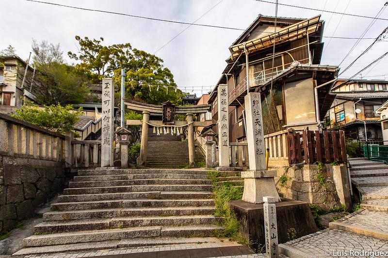Entrada al santuario Misode Tenmangu
