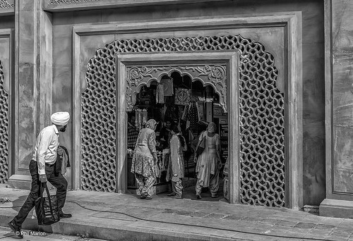 Entering a shop - Amritsar, India | by Phil Marion (173 million views - THANKS)