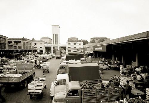 Mercato ortofrutticolo [foto dal web] | by alberto.cisotto