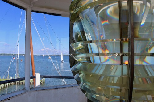 stmichaels maryland chesapeake bay maritime museum hooperstraight lighthouse light fresnel lens