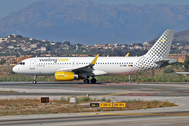 EC-MBS Airbus A.320-232SL Vueling Named Be Premium AGP 25-09-18