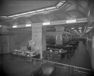 "Interior view of a restaurant (possibly a ""Murrays"" sandwich shop) in Montreal , Quebec / Vue intérieure d'un restaurant (peut-être une sandwicherie « Murrays ») à Montréal (Québec)"