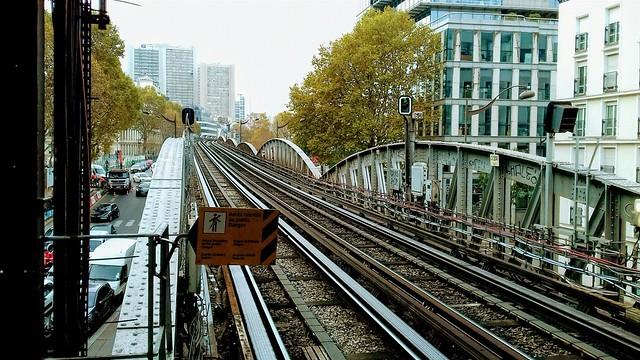 Paris. Le métro aérien.
