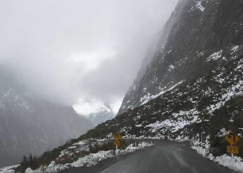 lisaridings fantommst nz newzealand milford sound pass snow road fiordland national park sh94 landscape winter weather piopiotahi wet hairpin curve milfordsoundpass
