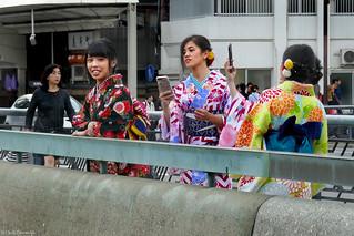 Japan: Kyoto, kimono selfie girls