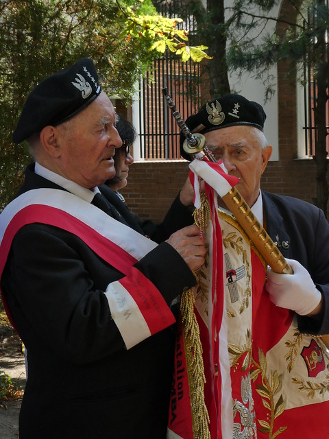 Veterans of the Zaremba-Piorun battalion of the Armia Krajowa in the grounds of the chapel at 53 Hoża Street