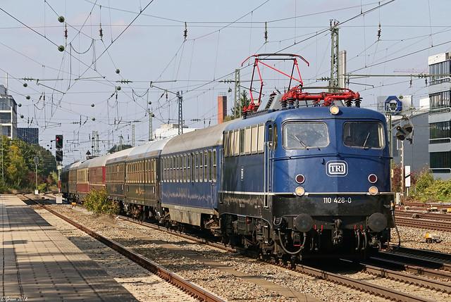 TRI 110 428 mit dem Classic-Courier-Sonderzug aus Mannheim nach Villach am Heimeranplatz in München, 29.09.2018