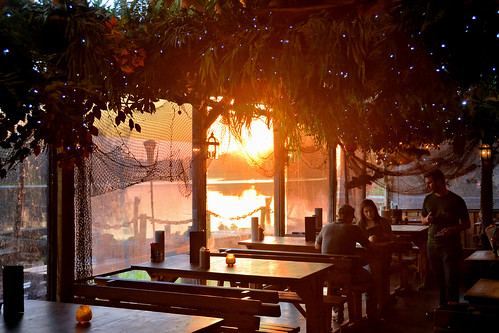 nikon d7100 usa florida jacksonville stjohnsriver river sunset dining couple waiter tables window clarksfishcamp