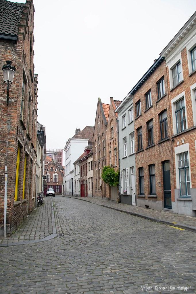 Tyhjä katu Bruggen keskustassa