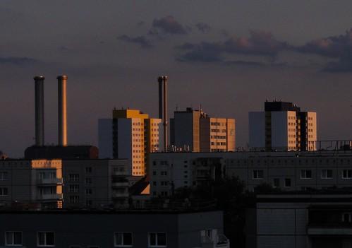 berlongermanydeutschland sunsetlightsunredorangebluepurpleshadowsabstractconcreteshapesgeometric