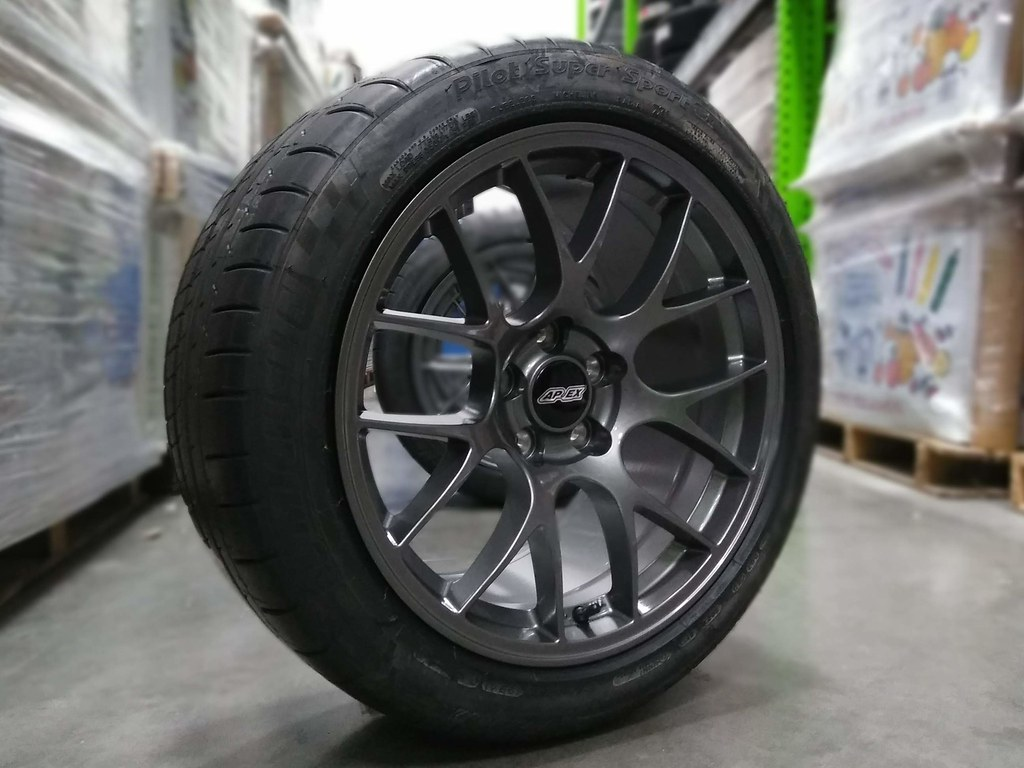 275 40 18 >> Ec 7 Mustang Package 18x10 Et43 In Anthracite 275 40 18 M