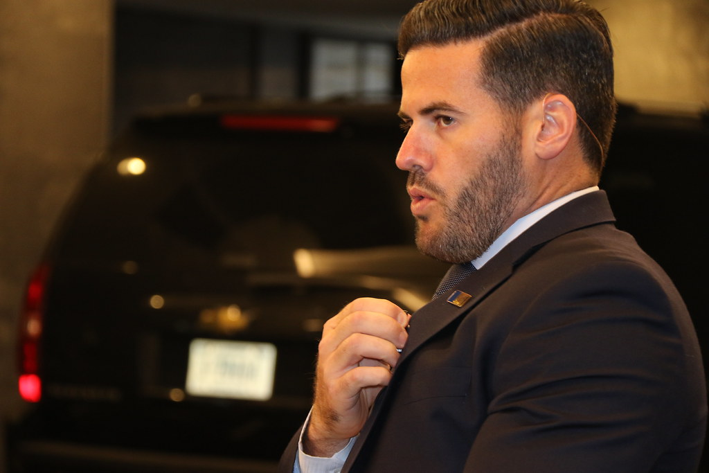 A DSS special agent communicates with an approaching DSS m