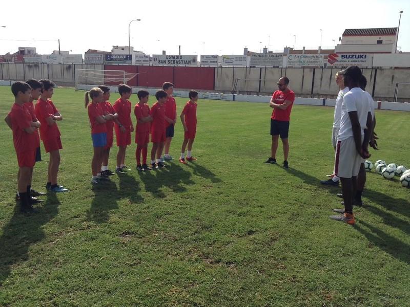 Norwich City community work with Puebla CF U12s (2)