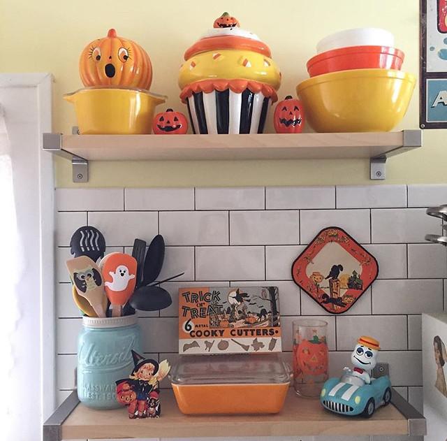 Halloween Pyrex kitchen display. 🎃👻
