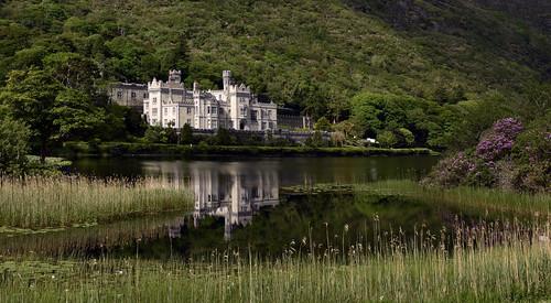 nikon d810 irlande connemara kylemoreabbey château reflet feflection comtédegalway lake abbaye rhododendrons wonderfulcomposition pollacapalllough