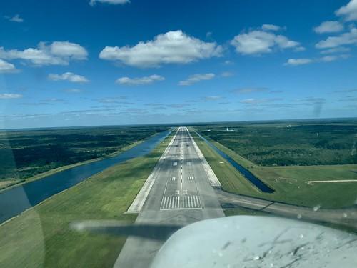 openairplanecom lowapproach cessna 33 runway shuttlelandingfacility nasa