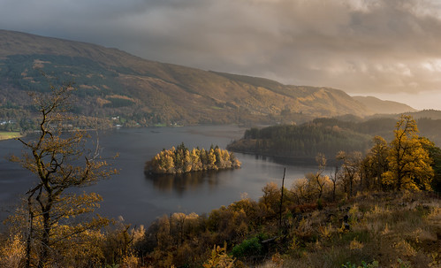 lochard kinlochard trossachs highlands loch sunrise goldenhour light glow landscape scotland scottish nikond7200 sigma350mmf14 view autumn